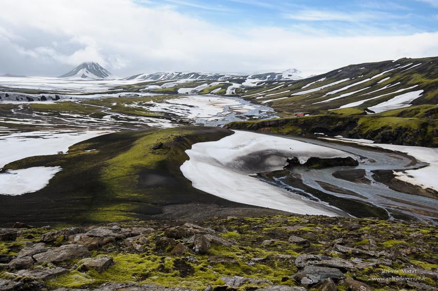 le volcan Maelifell couvert de neige en Islande