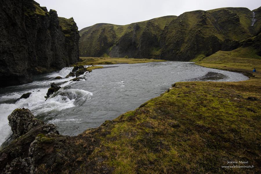 trek en islande : traversée de gué