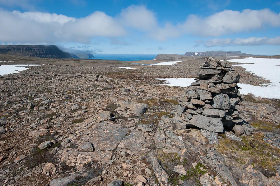 cairn sur un plateau au cours d'un trek en Islande