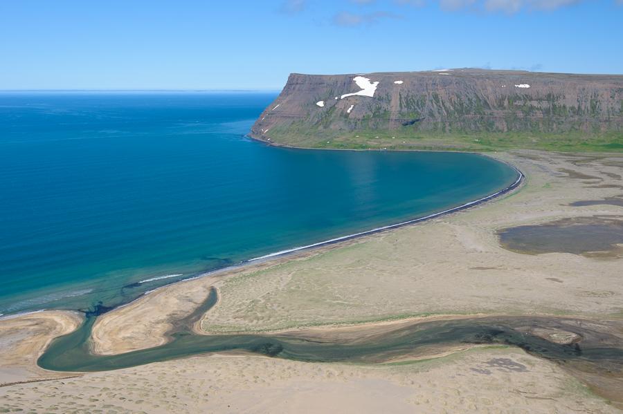 vue sur la baie d'Adalvik en Islande