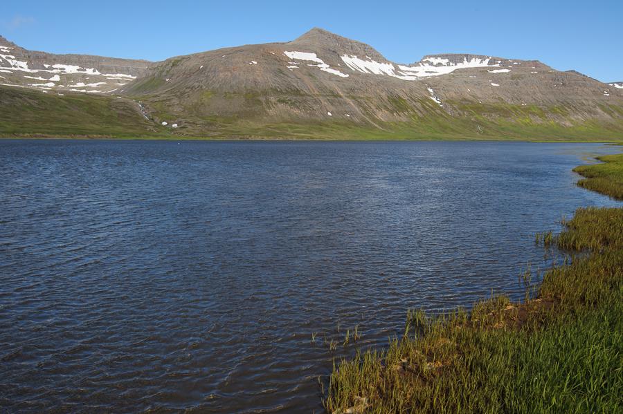 traversée à gué du Fljotsvatn , dans la réserve naturelle d'Hornstrandir