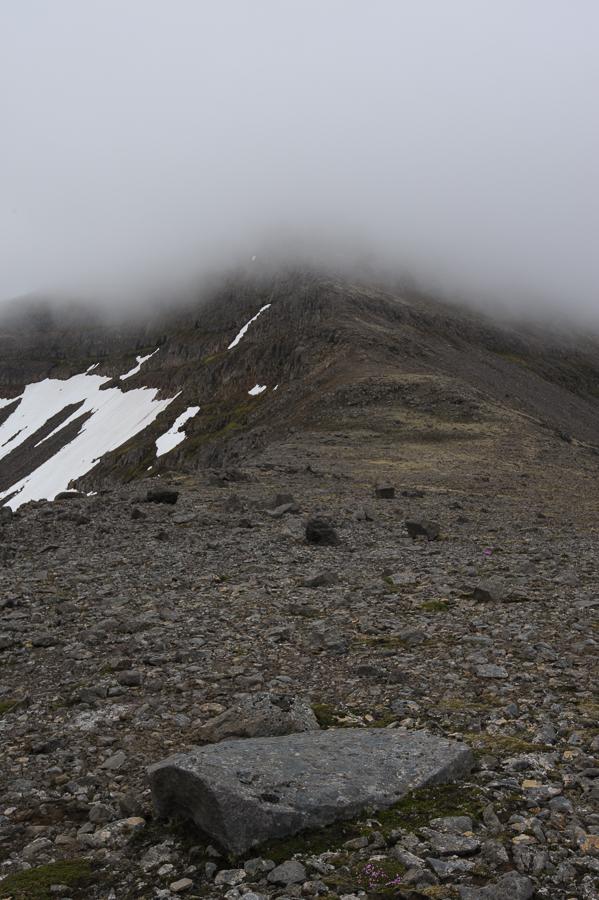 col de Breiduskörd sous la brume