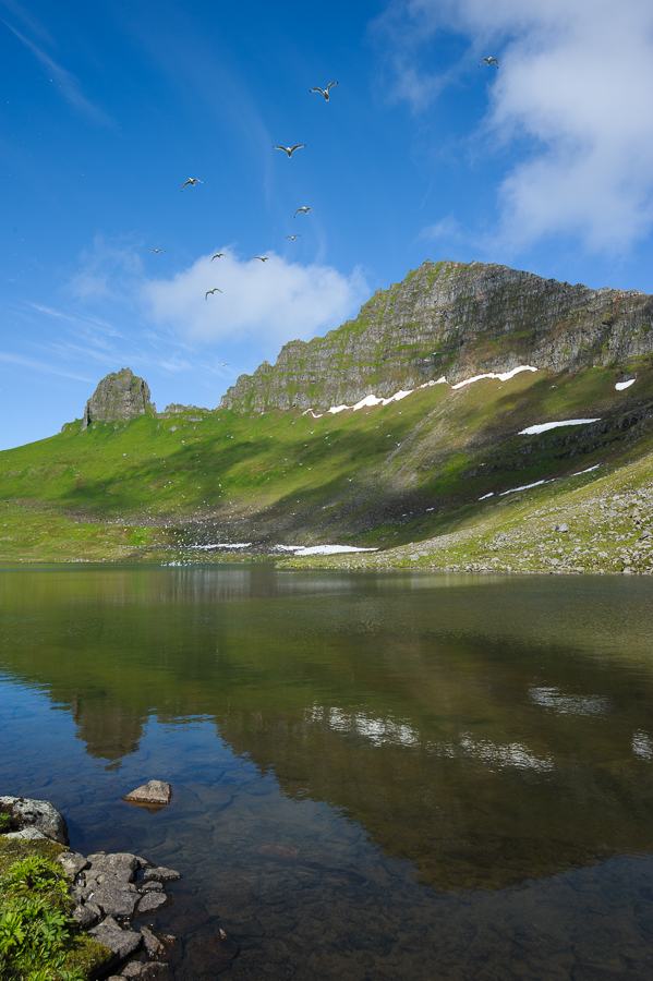 lac dans le Hornstrandir dans les Fjords de l'ouest