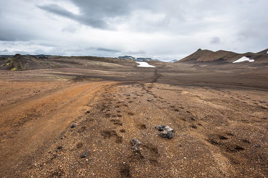 piste sur le plateau de Hrafntinnusker dans la réserve naturelle de Fjallabak