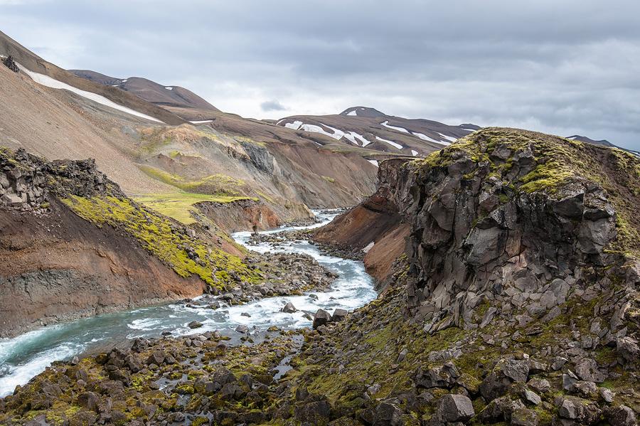 torrent glaciaire en Islande pres du refuge de Dalakofinn