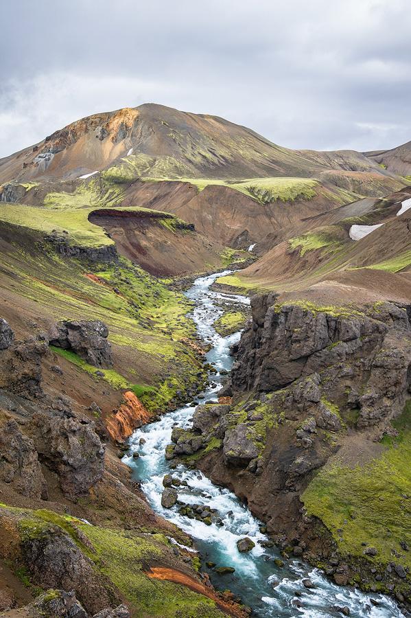 la rivière Markarfljót au nord du Laufafell dans un canyon de Rhyolite