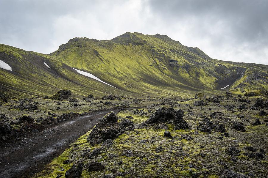 piste volcanique au bord du Laufavatn