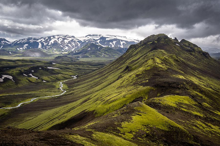 sommet couvert de mousse au nord du glacier Tindjallajökull