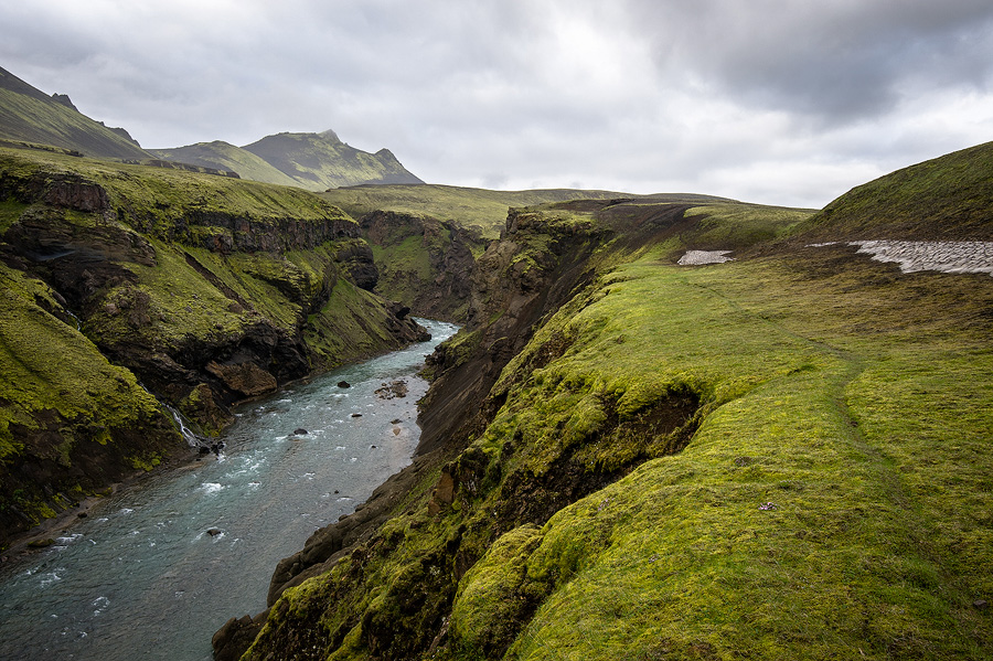 chemin de randonnée au sud de l'islande en juillet