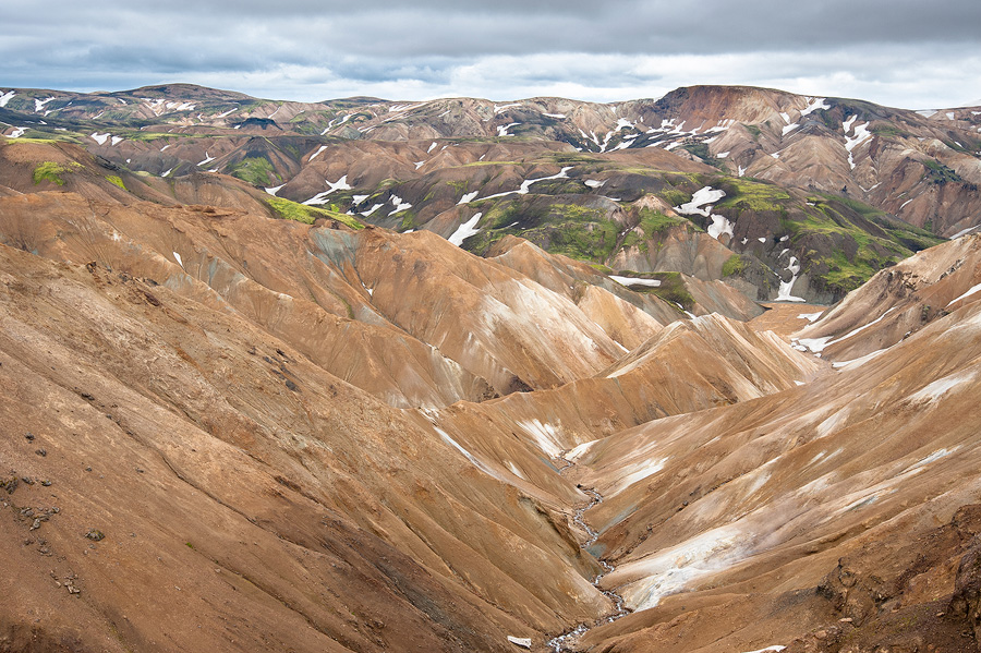 vallon de rhyolite dans les fjallabaks en Islande