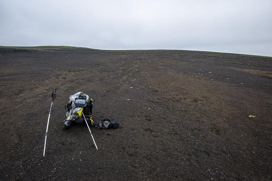 sac à dos dans le désert islandais