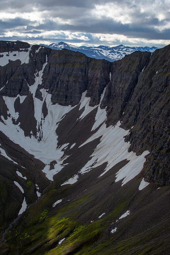 falaise dans un fjord en Islande