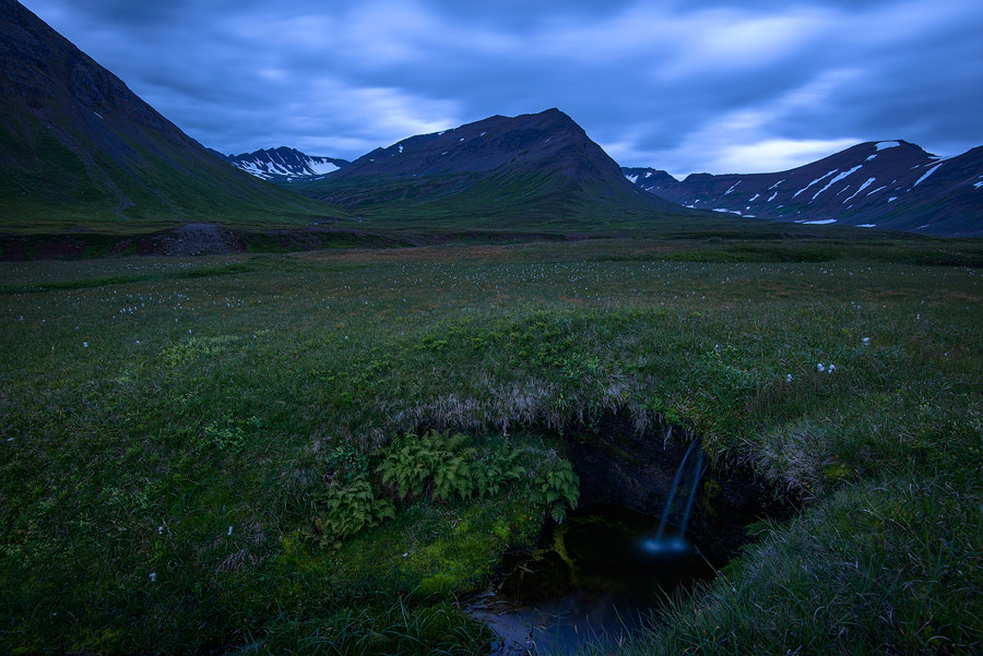 Crépuscule près d'Olafsjördur, en Islande