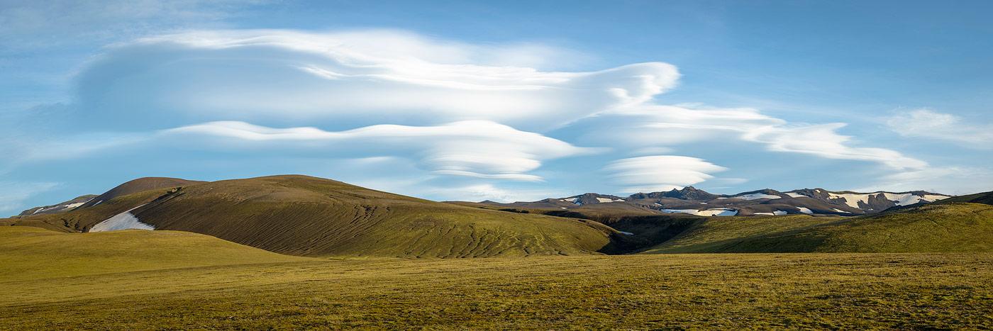 nuage lenticulaire dans la réserve de Fjallabak, en Islande