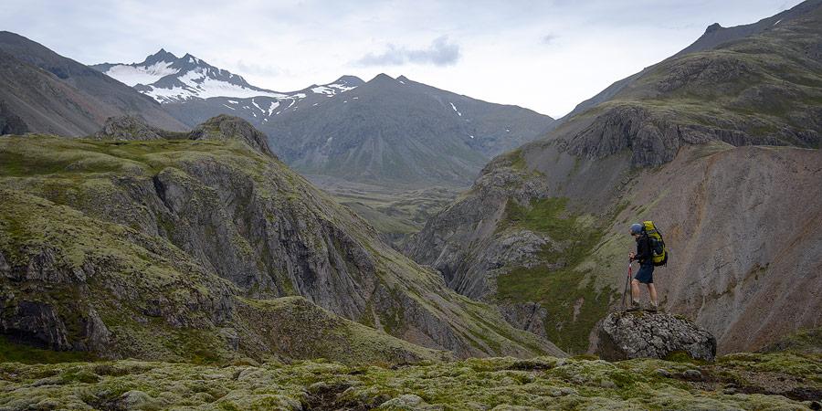 randonneur en Islande avec sac à dos