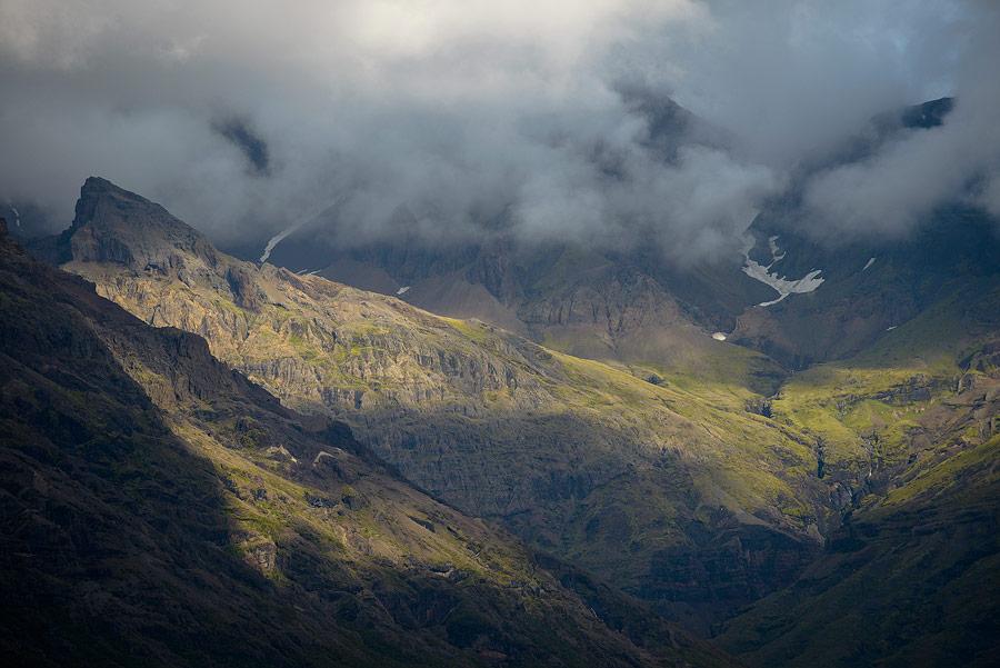 paysage de montagne dans le parc national de Skaftafell au sud de l'Islande
