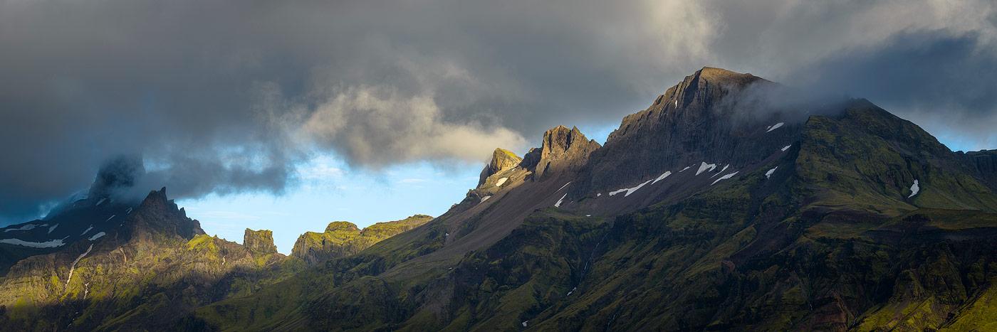 photographie panoramique des sommets du parc national de Skaftafell au sud de l'Islande