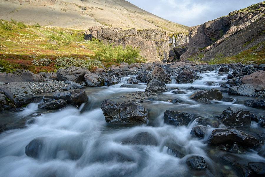 torrent dans le parc national de Skaftafell au sud de l'Islande