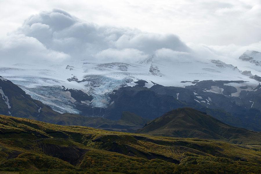 le glacier Eyjafjallajökull en Islande et la vallée de Thorsmork au premier plan