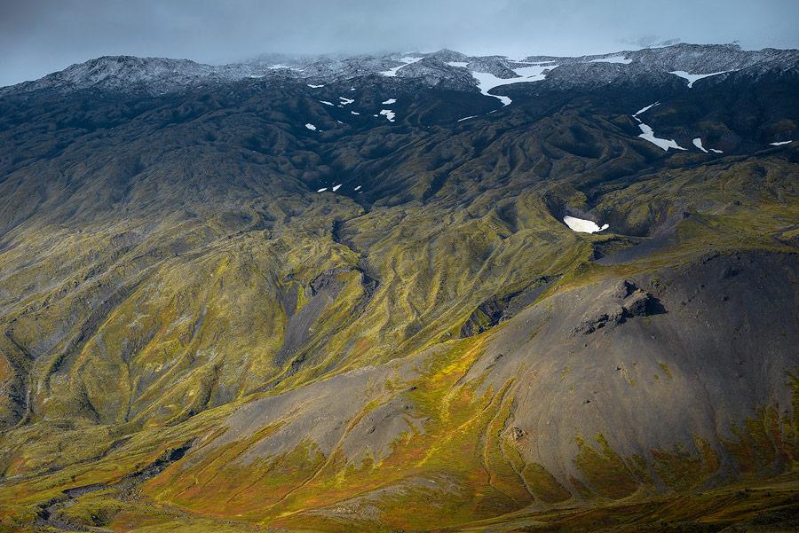 Vue des flancs du Snaefellsjokull à l'automne en Islande