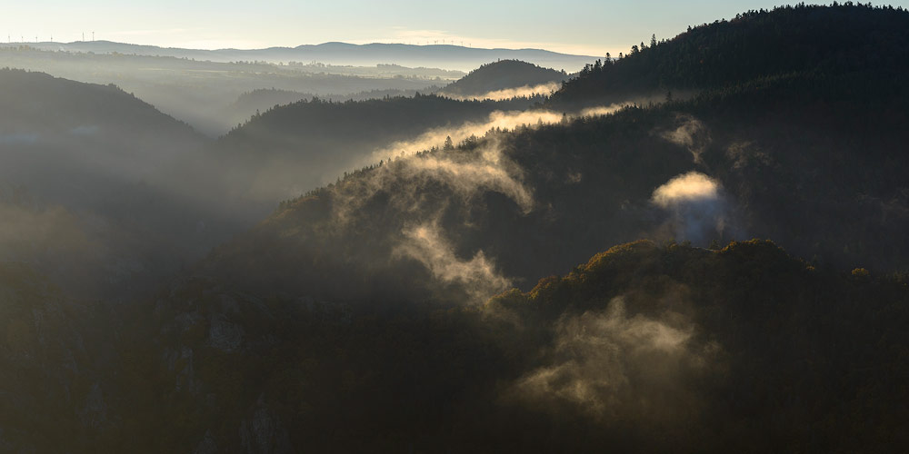 Brumes matinales en Auvergne, gorges de l'allier