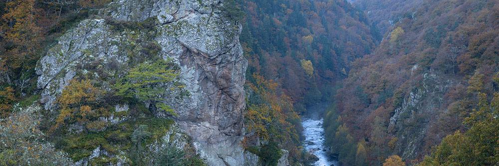 les gorges de l'allier en automne ,Haute-Loire, Auvergne