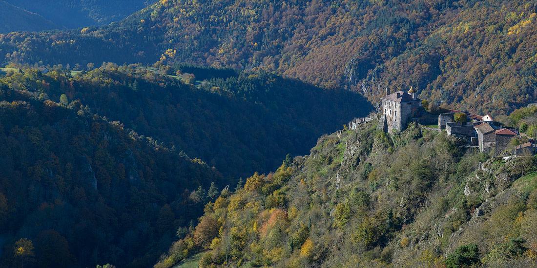 Chateau de Saint Didier d'Allier dans les gorges de l'Allier