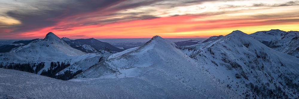 les monts du cantal en hiver
