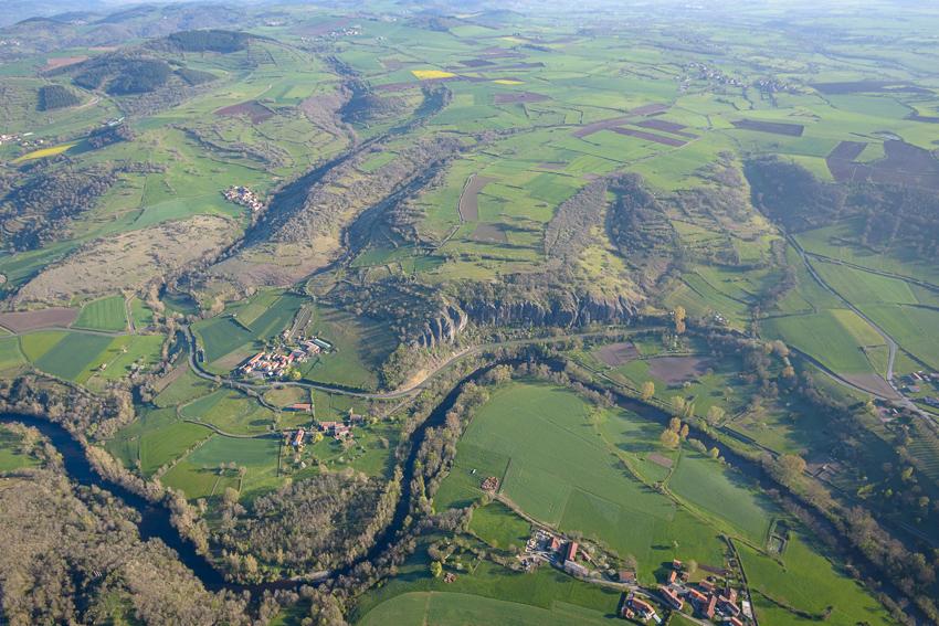 photographie aérienne en Auvergne, les falaises du Blot