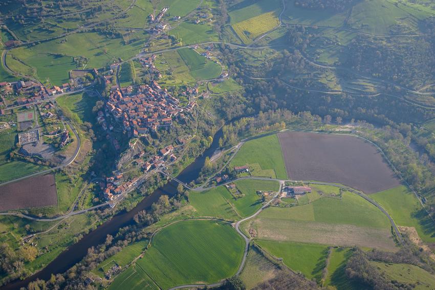 photographie aérienne en Auvergne,Chilhac, petite cité de caractère