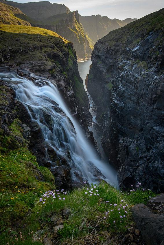 Cascade de Reipsafossur sur les îles féroé