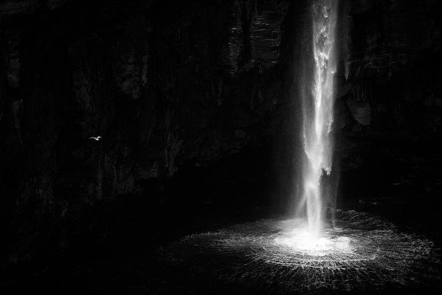 cascade de Gasadalur sur les Îles Féroé