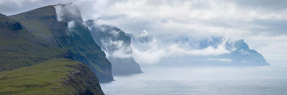 falaises sur l'île de Streymoy