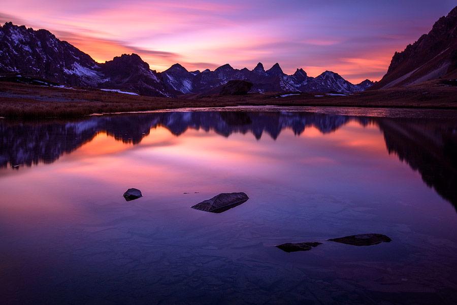 Coucher de soleil sur les aiguilles d'Arves depuis le lac des Cerces.