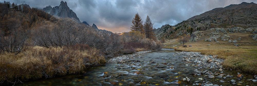 coucher de soleil sur la vallée de la clarée, massif des cerces, névache