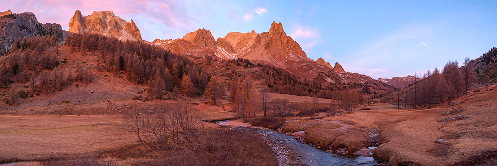 panorama de la vallée de la clarée dans le massif des cerces, alpes