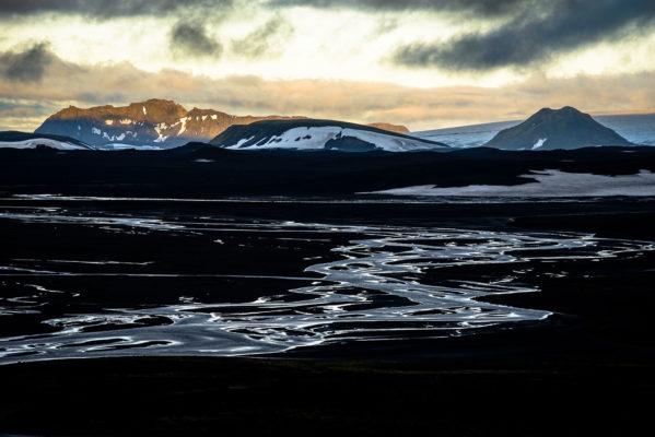 Le désert du Maelifellssandur avec la montagne Ödulfell en arrière plan