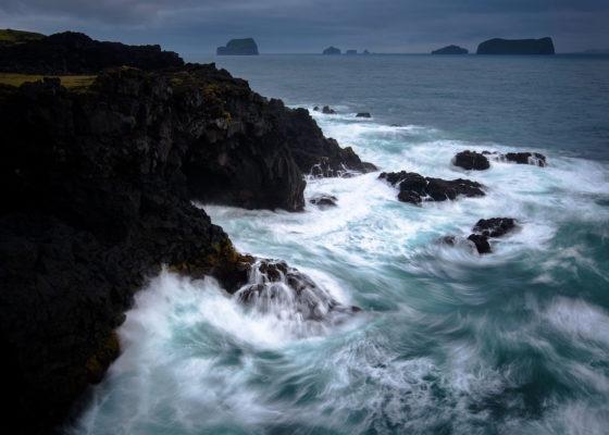 paysage marin sur l'île d'Heimay, archipel des Vestmann en été