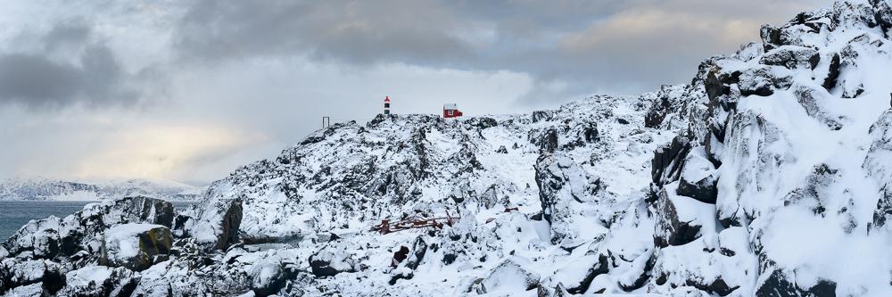 Pointe de Lyngstuva et son refuge dans les alpes de Lyngen en hiver