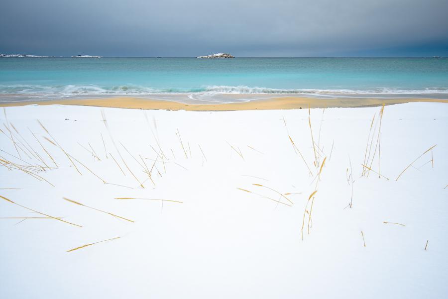 la plage de Bovaer pres de Skaland sur l'ile de Senja