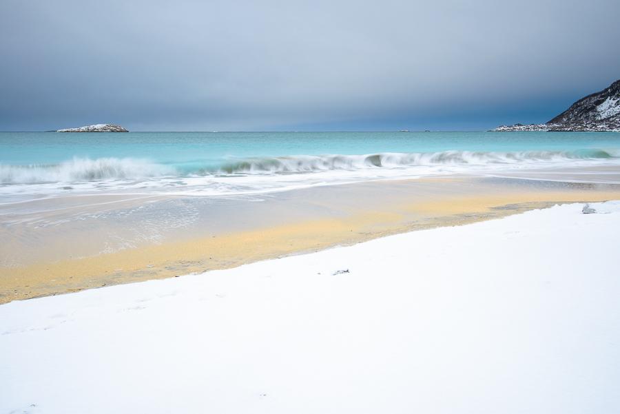 plage de norvège sur l'île de Senja en hiver