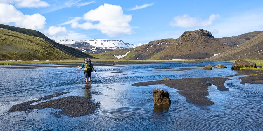 traversée de rivière en trekking en Islande